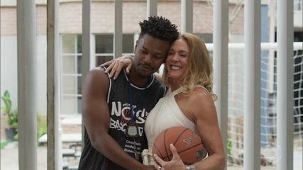Ramon recebe Hortência em seu projeto de basquete