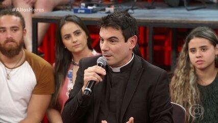 Padre Juarez comenta importância do confessionário