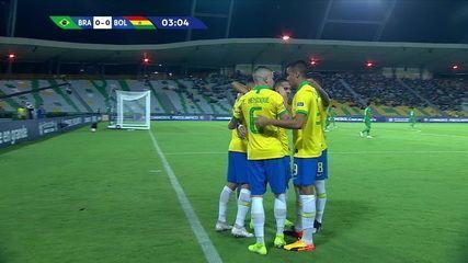 Gol do Brasil! Paulinho cruza e Antony desvia para marcar, aos 02' do 1ºT