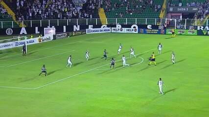 Gol do Figueirense! Diego Gonçalves cobra a falta no cantinho e vence o goleiro Ivan
