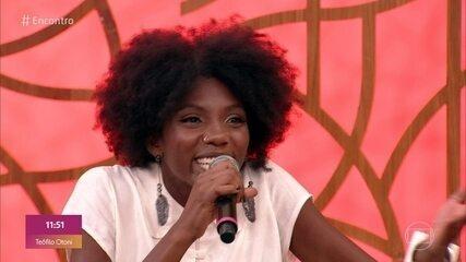 Késia Estácio interpretou repórter do absurdo no 'Fora de Hora'.
