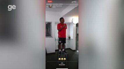 Daniel Bagaceira leva trote dos jogadores do River-PI