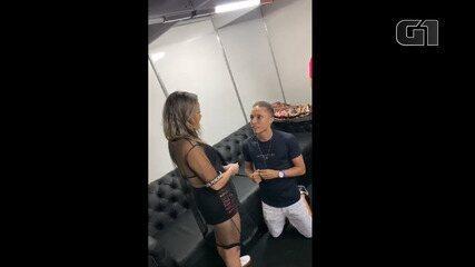 Fã de Felipe Araújo é pedida em casamento no camarim do artista, durante show em Salvador