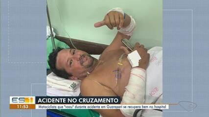 """Motociclista que """"voou"""" durante acidente em Guarapari, ES, se recupera bem no hospital"""