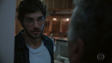 Danilo descobre que foi enganado por Álvaro