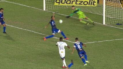 Gol do Cruzeiro! Edu recupera a bola, gira e marca contra o São Raimundo-RR