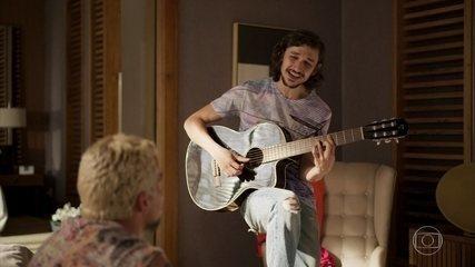 Elias vibra ao mostrar sua música para Ryan