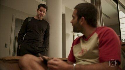 Raul confessa para Sandro que foi o responsável pela prisão de Marconi
