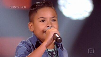 Matheus Martins canta 'Amor Distante' nas Audições às Cegas
