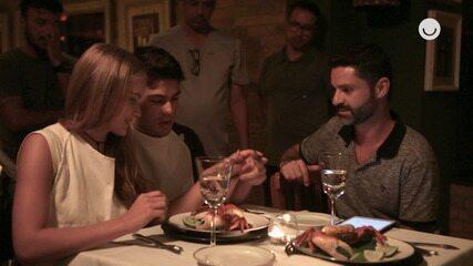 Veja o bastidor do jantar romântico de Bia e Tarantino em 'Salve-se Quem Puder'