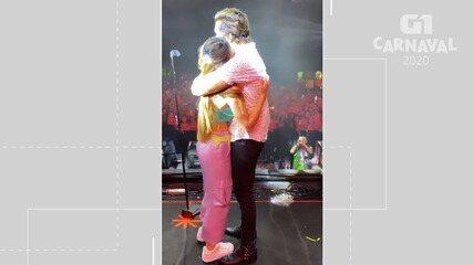 Luan Santana abraça namorada durante apresentação em camarote no carnaval de Salvador