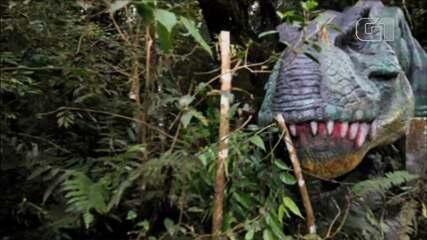 Escultor do Paraná cria parque dos dinossauros na propriedade onde mora e trabalha