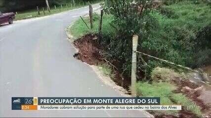 Parte de rua em Monte Alegre do Sul cede e moradores cobram solução
