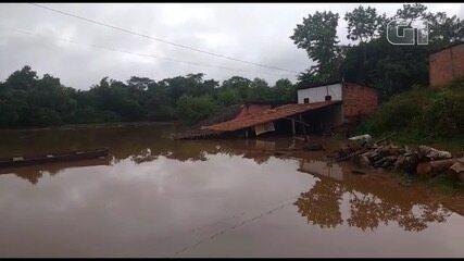 Rio transborda e famílias ficam desabrigadas em Grajaú, no MA