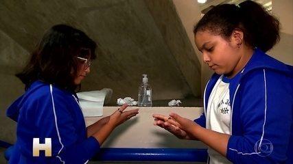 Escolas promovem aulas para prevenção contra o novo cornavírus