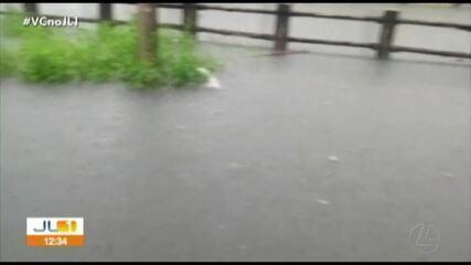 Mais de 10 horas de chuva alagam a capital paraense