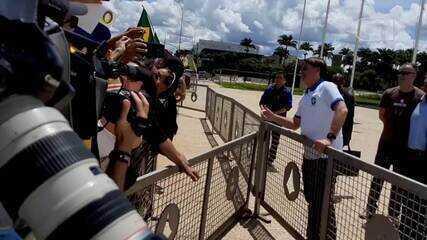 Bolsonaro cumprimentou apoiadores durante manifestação em Brasília