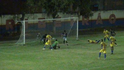 Atacante Fred, do GAS, marca gol, jogadores do Rio Negro reclamam e jogo acaba em tumulto