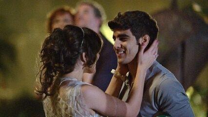 Antenor pede Patrícia em casamento