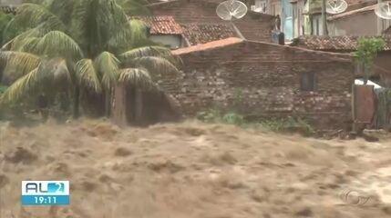 Moradores de Santana do Ipanema enfrentam pior cheia já registrada na cidade
