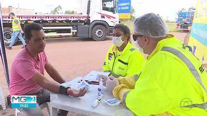 COVID-19: caminhoneiros recebem lanche e orientações sobre higiene