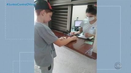 Menino de 11 anos vende latinhas para ajudar hospital de Antônio Prado