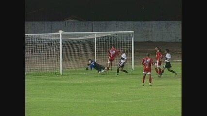 Evandro marca o primeiro gol do Baré, já no segundo tempo