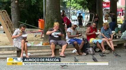 Igreja oferece almoço a pessoas sem-teto