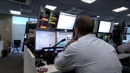 Bolsa despenca e dólar bate novo recorde