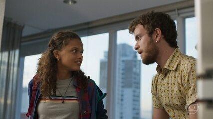 Clara se surpreende ao conhecer a sede da Aruanas