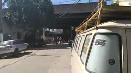 Polícia Militar usa bombas em confronto com moradores da Favela do Moinho, no Centro de SP