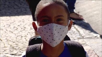 Cresce o número de pessoas usando máscara, mas é fundamental utilizá-la corretamente