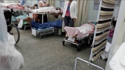 Colapso no sistema de saúde em Manaus faz pessoas dormirem em chão de hospital