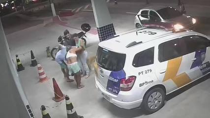 Vídeo mostra PM socorrendo criança engasgada, na Serra, ES