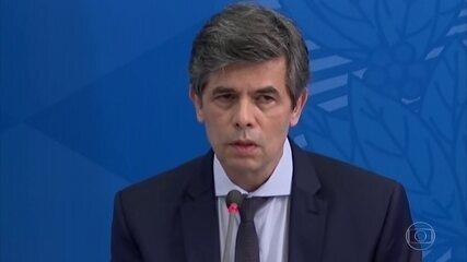 Sem avisar ministro, Bolsonaro inclui salões de beleza e academias como serviço essencial