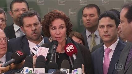 Mensagens mostram que Zambelli falou em nome de Bolsonaro para evitar demissão de Moro