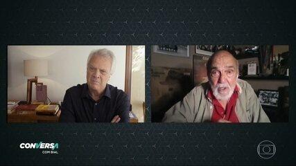 Lima Duarte comenta o cenário político brasileiro e também faz Pedro Bial chorar