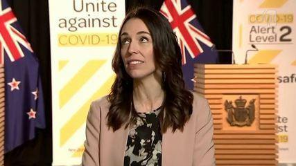 Primeira-ministra da Nova Zelândia mantém calma durante terremoto