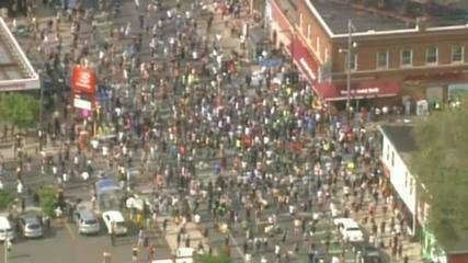 Multidão protesta contra morte de homem negro pela polícia nos Estados Unidos