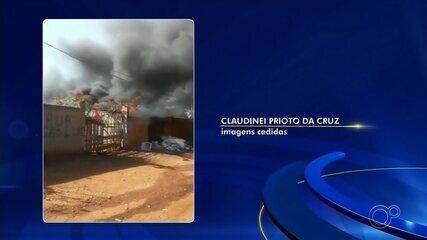 Centro de reciclagem pega fogo em Tatuí