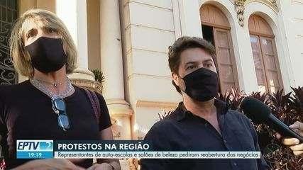 Profissionais de beleza e donos de autoescolas protestam em Ribeirão Preto e Franca