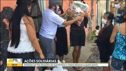 Instituição doa quentinhas e cestas básicas para famílias que enfrentam crise econômica