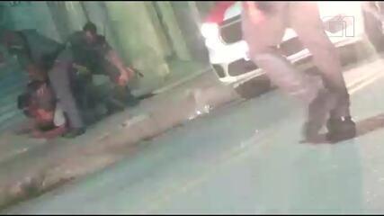 PMs agridem homem e vizinhos durante abordagem policial em Barueri