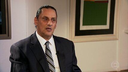 Frederick Wassef, advogado de Flávio Bolsonaro, repetia não saber onde estava Queiroz