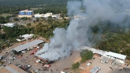 Incêndio de grandes proporções atinge o Ceasa de Bauru