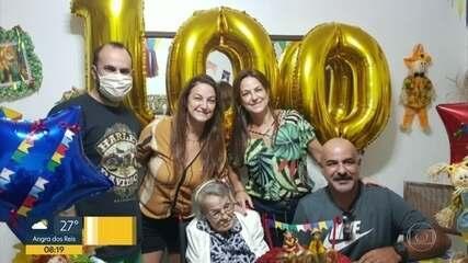 Família celebra 100 anos de idosa que venceu o coronavírus