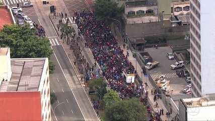 Trabalhadores que prestam serviços de entrega por aplicativos protestam pelo país