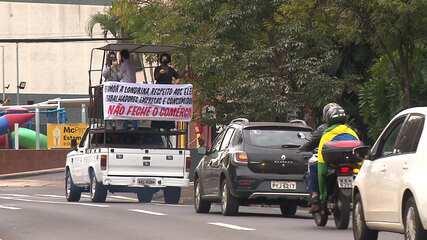 Empresários protestam contra fechamento do comércio, em Londrina