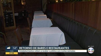 Bares e restaurantes retornam com restrições