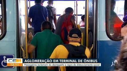 Passageiros reclamam de aglomeração em transporte coletivo de Fortaleza